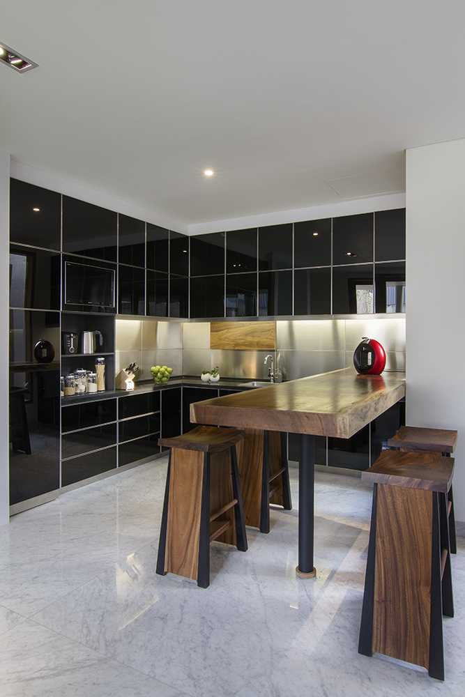Erwin Kusuma Prv A131 Bandung Bandung Kitchen And Dining Area Tropis 9667