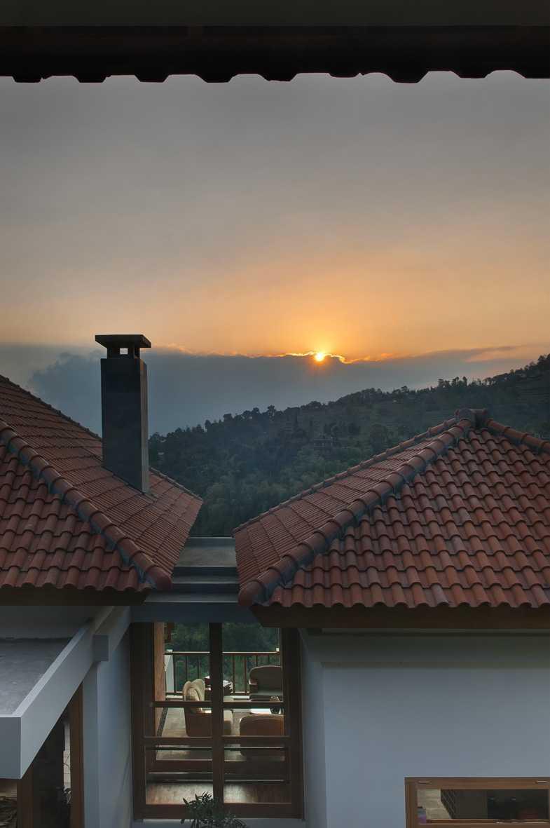 Foto inspirasi ide desain atap tropis Ydh7025 oleh erwin kusuma di Arsitag