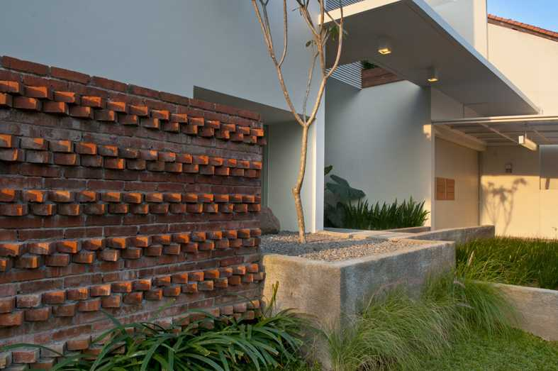 Erwin Kusuma Prv B66 Bandung Bandung Brick Wall Modern 10001