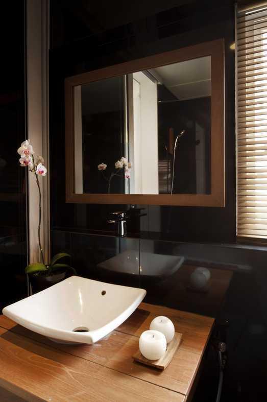 Foto inspirasi ide desain kamar mandi modern Westafel oleh erwin kusuma di Arsitag