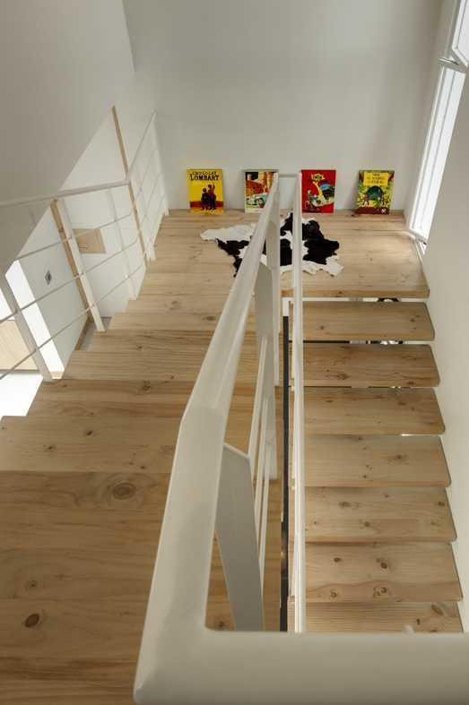 Foto inspirasi ide desain tangga Staircase oleh erwin kusuma di Arsitag