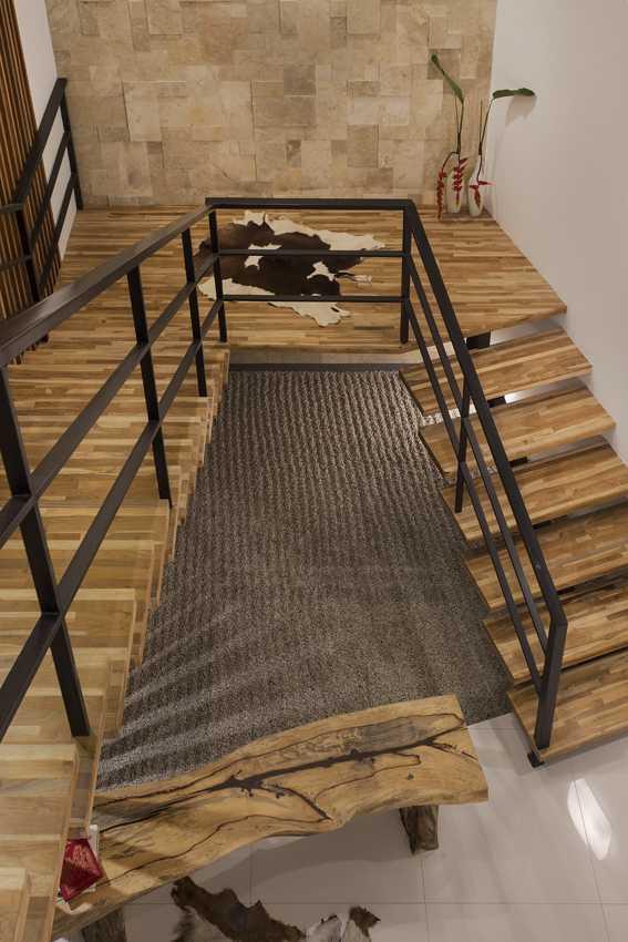 Foto inspirasi ide desain tangga kontemporer Stairs oleh erwin kusuma di Arsitag