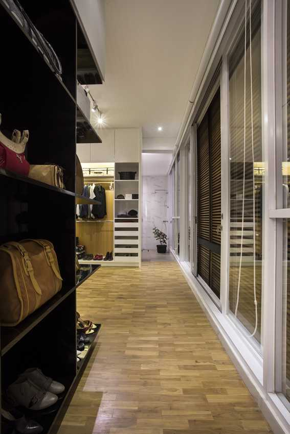 Erwin Kusuma Kbp House Bandung Bandung Walk-In Closet Contemporary 9783