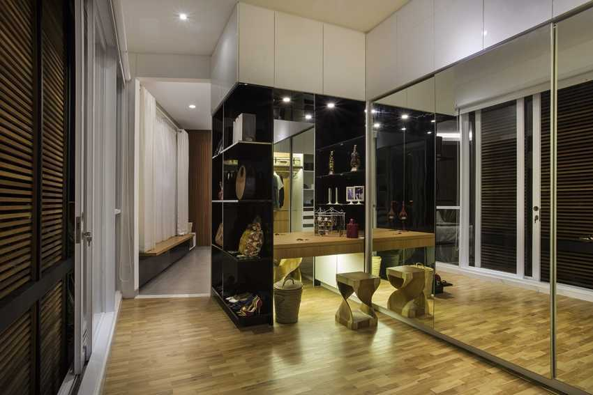 Erwin Kusuma Kbp House Bandung Bandung Walk-In Closet Kontemporer 9784