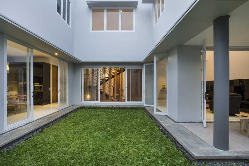 Erwin Kusuma Kbp House Bandung Bandung Courtyard Kontemporer 9790