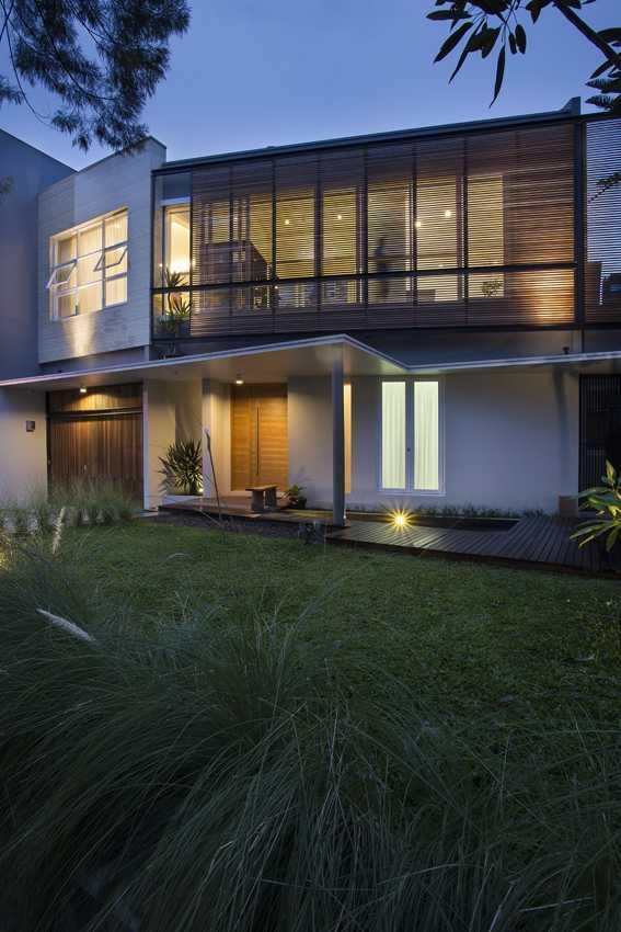 Erwin Kusuma Kbp House Bandung Bandung Courtyard Kontemporer 9793