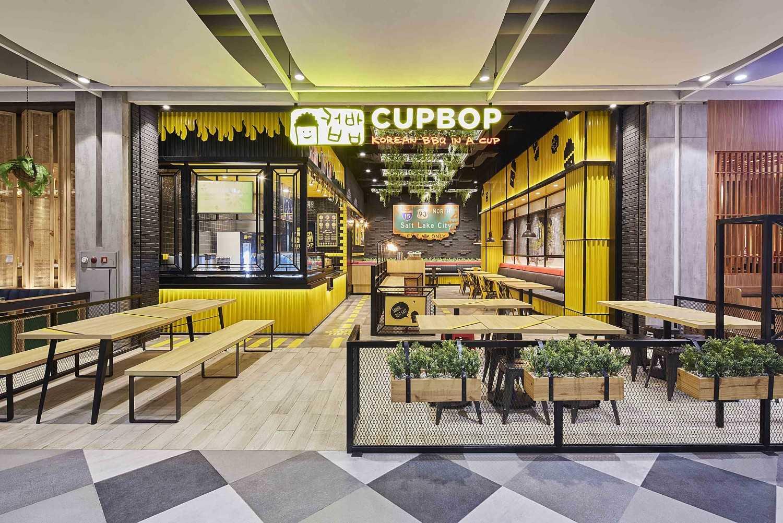 Foto inspirasi ide desain restoran kontemporer Cupbob korean bbq oleh HighStreetStudio di Arsitag
