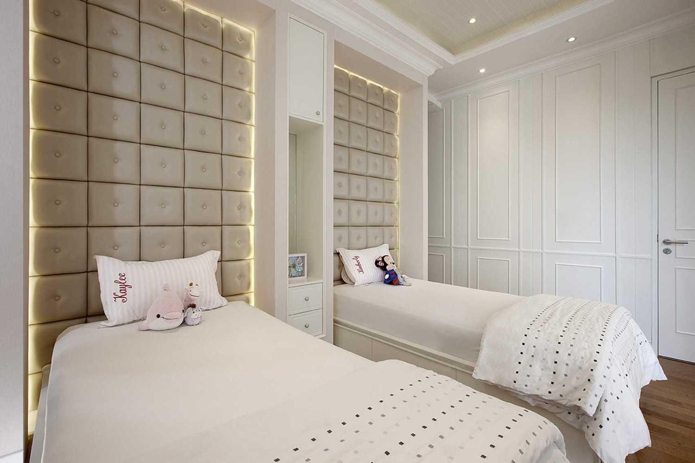 Foto inspirasi ide desain apartemen Kids bedroom oleh HighStreetStudio di Arsitag