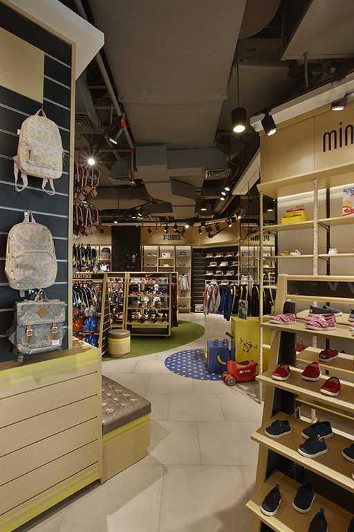 Foto inspirasi ide desain display area kontemporer Display area oleh Highstreet di Arsitag