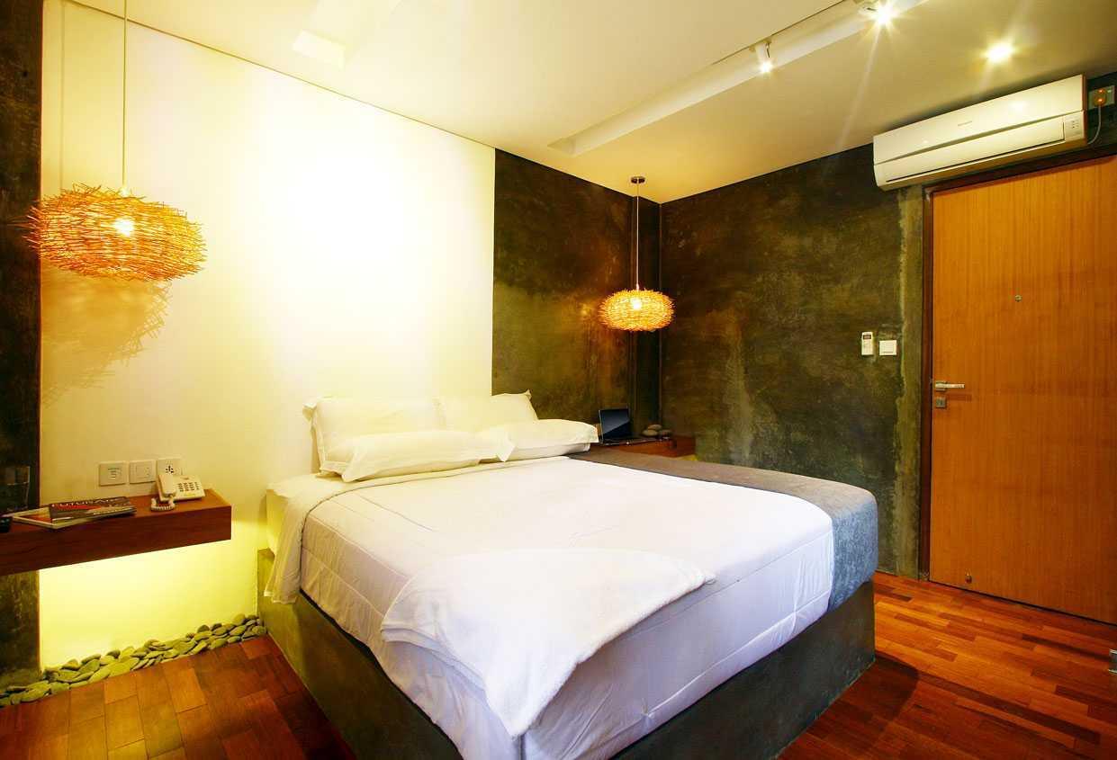 Foto inspirasi ide desain kamar tidur industrial Bedroom2 oleh DDAP Architect di Arsitag