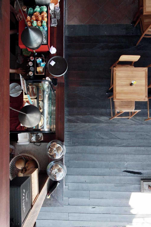 Foto inspirasi ide desain dapur industrial Pantry-view oleh DDAP Architect di Arsitag