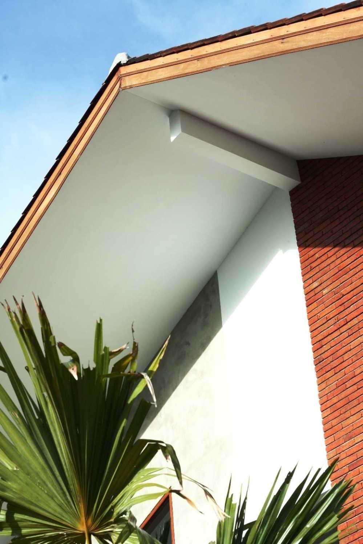 Foto inspirasi ide desain atap tropis Img0667 oleh DDAP Architect di Arsitag