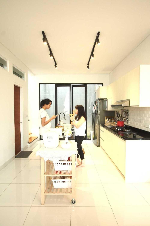 Foto inspirasi ide desain dapur skandinavia Img0902 oleh DDAP Architect di Arsitag