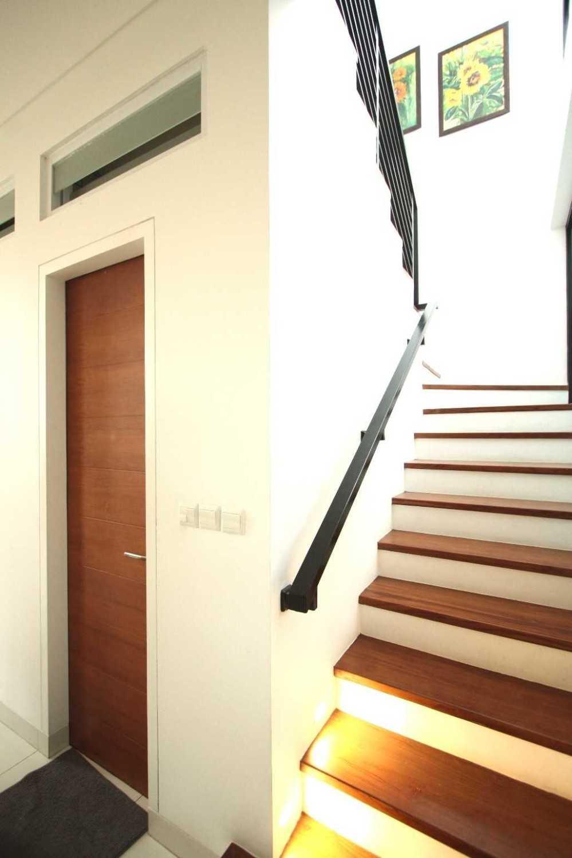 Foto inspirasi ide desain tangga skandinavia Img0913 oleh DDAP Architect di Arsitag
