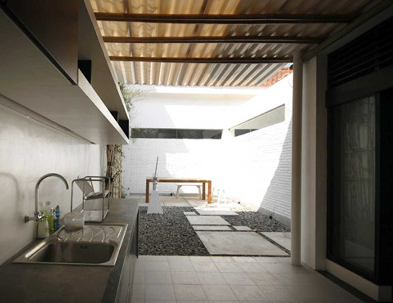 Foto inspirasi ide desain dapur Kitchen area oleh KsAD di Arsitag