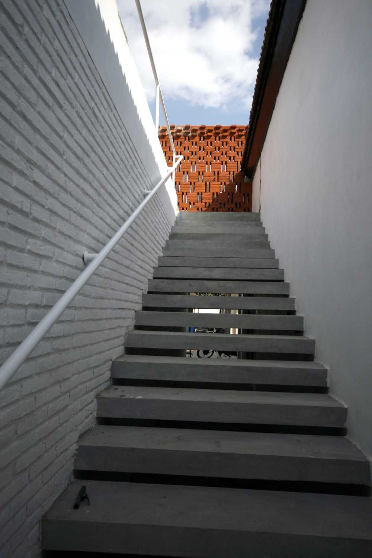 Foto inspirasi ide desain tangga Stairs oleh KsAD di Arsitag