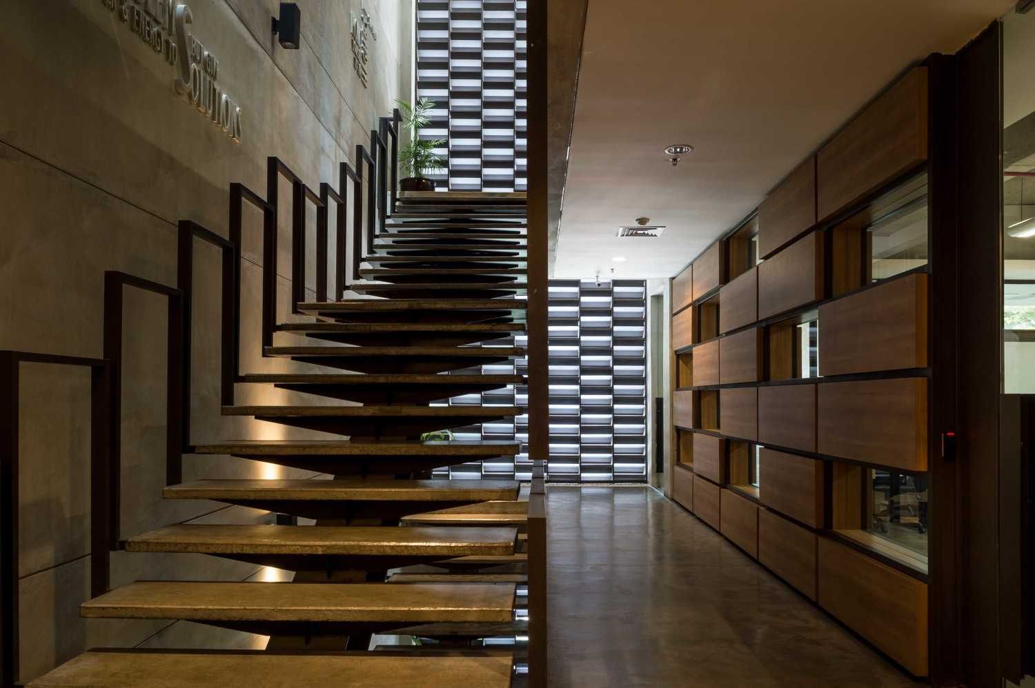 Hmparchitects Galileo Breezeway Central Jakarta, Indonesia Central Jakarta, Indonesia Galileo Stairs Modern 10238