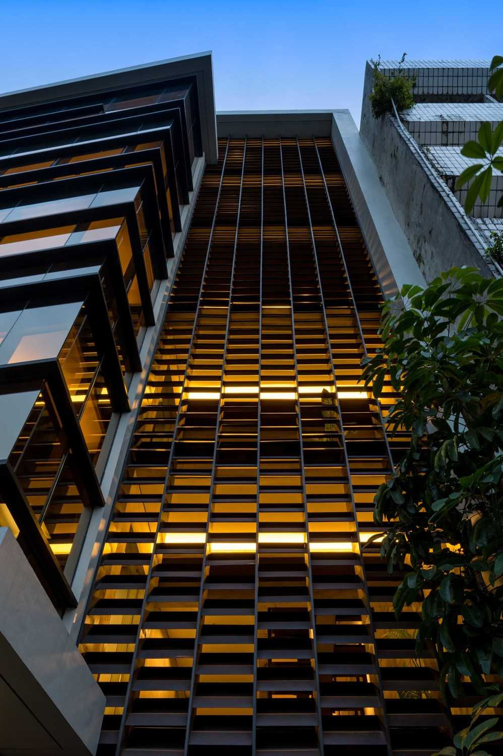 Hmparchitects Galileo Breezeway Central Jakarta, Indonesia Central Jakarta, Indonesia Galileo Facade Detail  10243