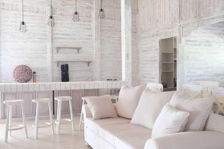 Iugo Design Villa At Lembang Bandung Bandung Livingroom Klasik 10371