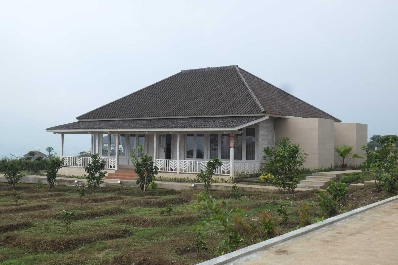 Iugo Design Villa At Lembang Bandung Bandung Front View Klasik 10376