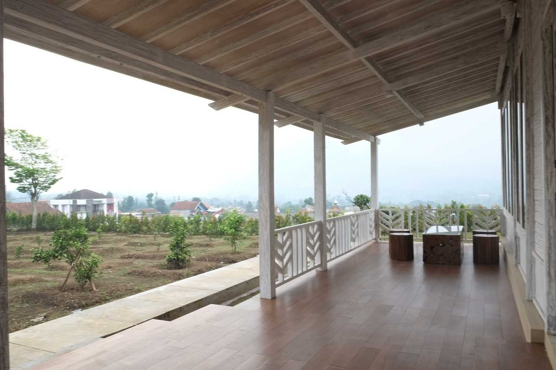 Iugo Design Villa At Lembang Bandung Bandung Terrace Klasik 10382