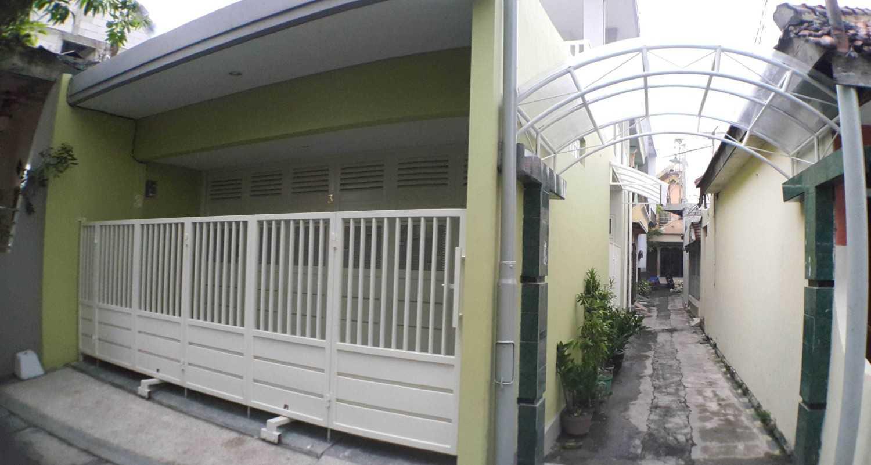 Anomali Architecture Interior House In The Alley Surabaya Surabaya View Depan Rumah Tinggal Minimalis 11907