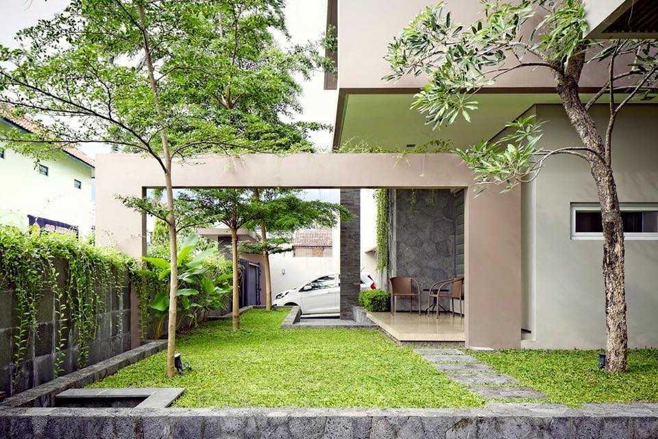 Hbarsitekplus Sagan House Yogyakarta, Indonesia Yogyakarta, Indonesia Side Garden  10773
