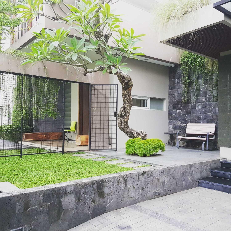 Hbarsitekplus Sagan House Yogyakarta, Indonesia Yogyakarta, Indonesia Backyard  10777