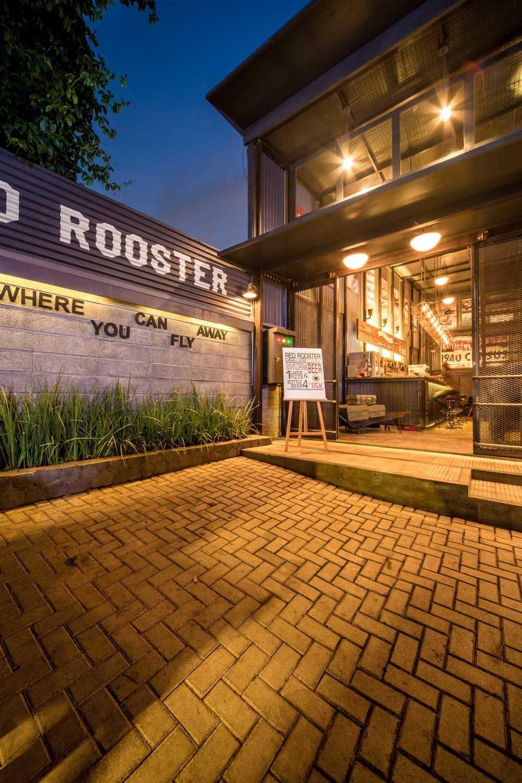 Foto inspirasi ide desain pintu masuk industrial Entrance door oleh RDMA di Arsitag