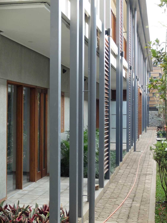 Rdma Adma Provence Jl.abadi-Geger Kalong, Bandung Jl.abadi-Geger Kalong, Bandung Exterior Detail Tropis,modern 18937