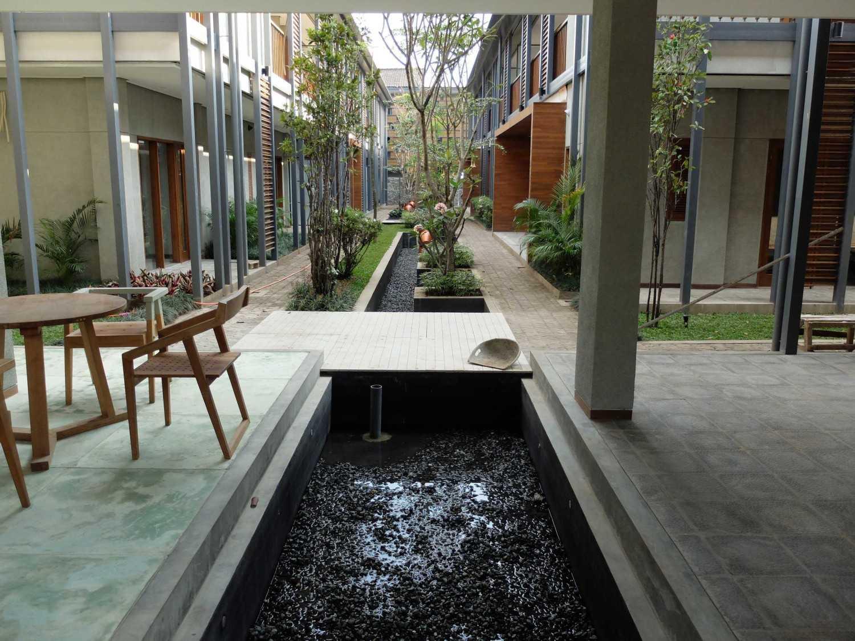 Foto inspirasi ide desain kolam tropis Pond oleh RDMA di Arsitag