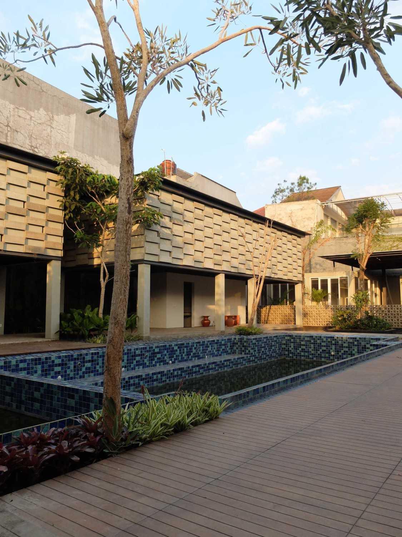 Rdma Adma Provence Jl.abadi-Geger Kalong, Bandung Jl.abadi-Geger Kalong, Bandung Pond Tropis,modern 18947
