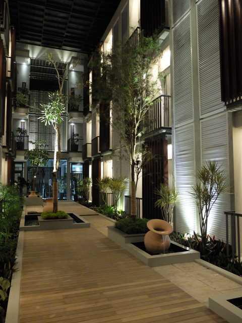 Foto inspirasi ide desain taman tropis Courtyard oleh RDMA di Arsitag
