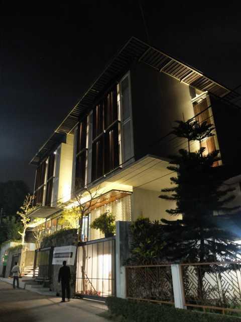 Rdma Fulmar House Jl.babakan Jeruk-Pasteur, Bandung Jl.babakan Jeruk-Pasteur, Bandung Side View Tropis,modern 18966