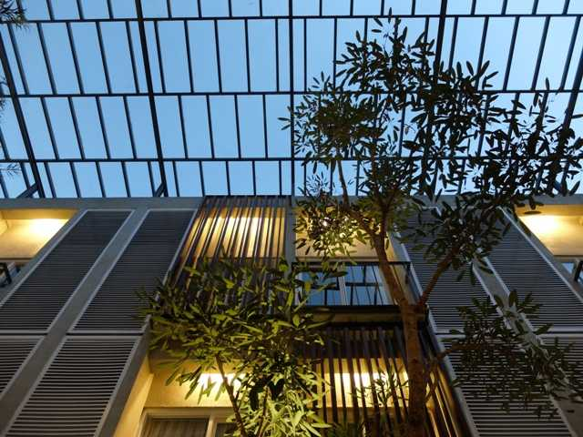 Foto inspirasi ide desain atap tropis Outdoor ceiling oleh RDMA di Arsitag