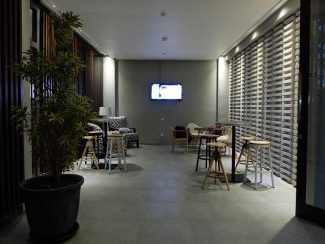 Foto inspirasi ide desain ruang makan tropis Dining area oleh RDMA di Arsitag