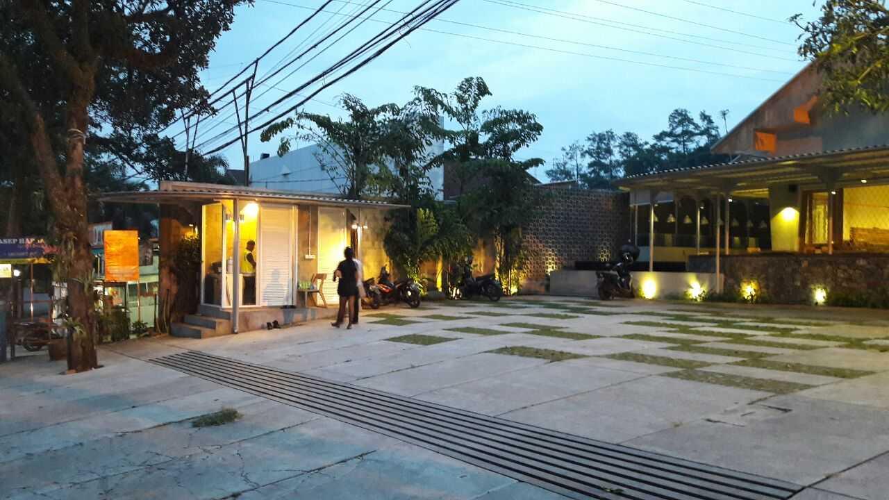 Rdma Food Village Jl.sukajadi, Bandung Jl.sukajadi, Bandung Parking Area  19079