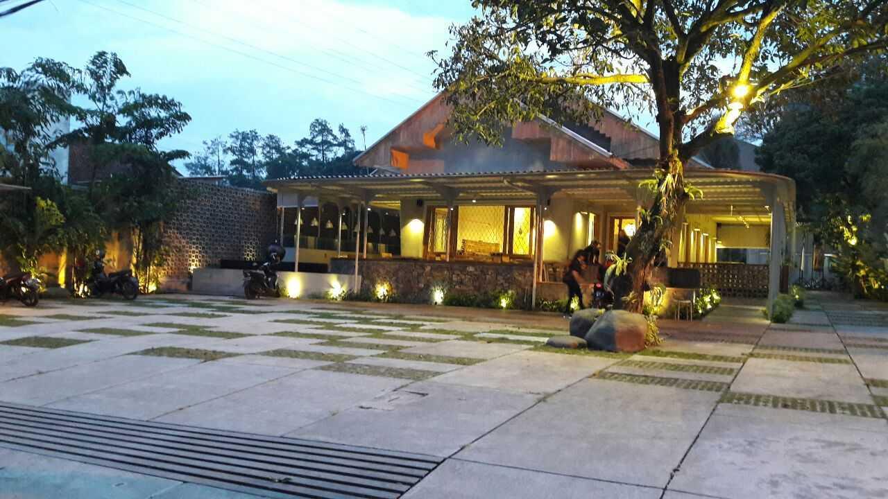 Rdma Food Village Jl.sukajadi, Bandung Jl.sukajadi, Bandung Parking Area  19081