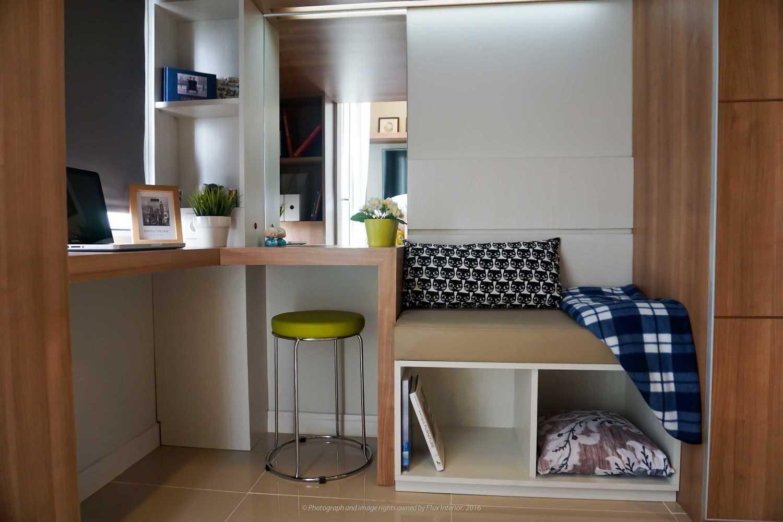 Foto inspirasi ide desain ruang belajar minimalis Madison-2 oleh Flux Interior di Arsitag