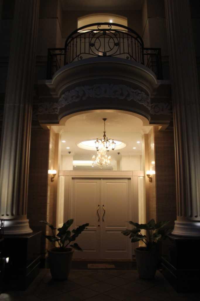 Foto inspirasi ide desain pintu masuk klasik Front door oleh Paulus Adi Budianto di Arsitag