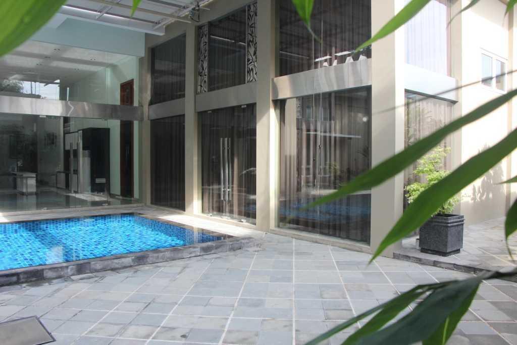 Foto inspirasi ide desain kolam klasik Swimming pool oleh Paulus Adi Budianto di Arsitag