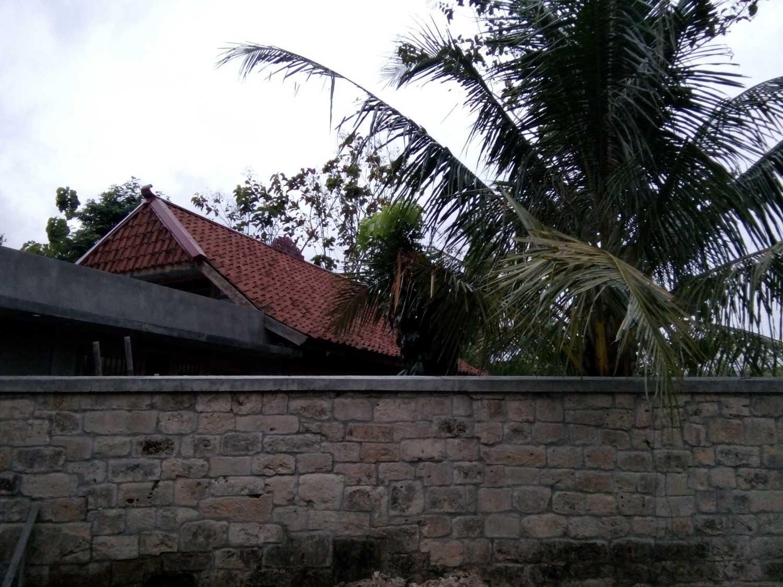 Aditya Wijaya / Studio Indirakasa Bangunjiwo House Yogyakarta Yogyakarta Wall Tropis 16800