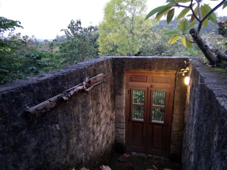 Foto inspirasi ide desain pintu masuk tropis Door detail oleh Aditya Wijaya / Studio indirakasa di Arsitag