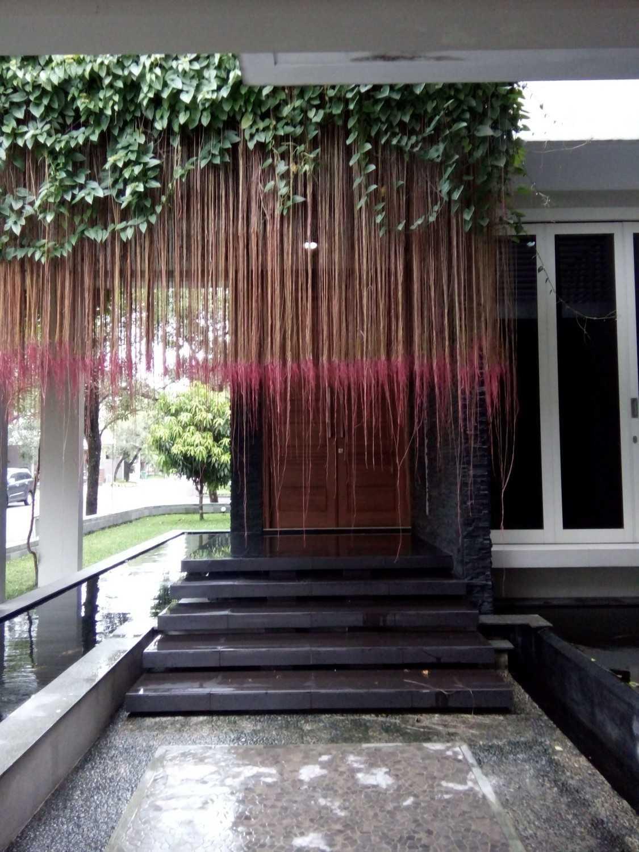 Aditya Wijaya / Studio Indirakasa 11 House Yogyakarta Yogyakarta Entrance Door Kontemporer 17386