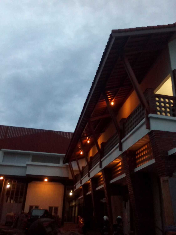 Aditya Wijaya / Studio Indirakasa Opique House Bantul ,yogyakarta Bantul ,yogyakarta Balcony View  24984