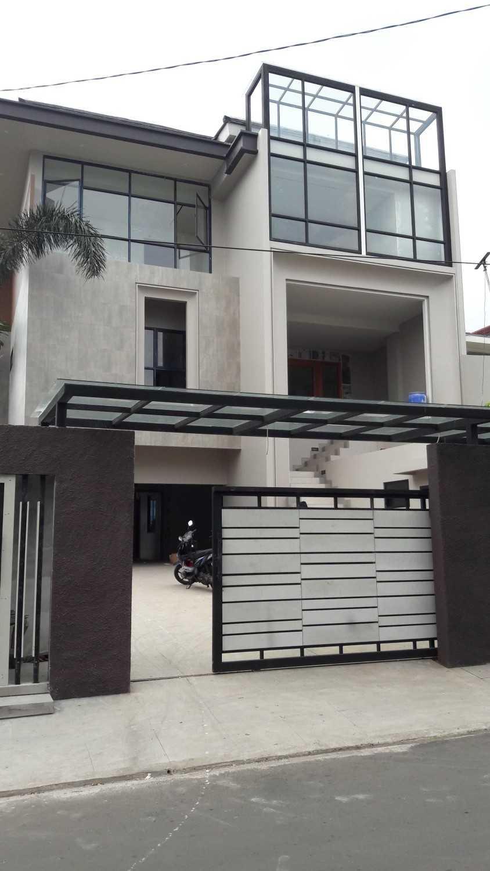 Pt Alradista Desain Indonesia A.w House, Tebet Tebet Jakarta Tebet Jakarta Front Gate Modern 11144