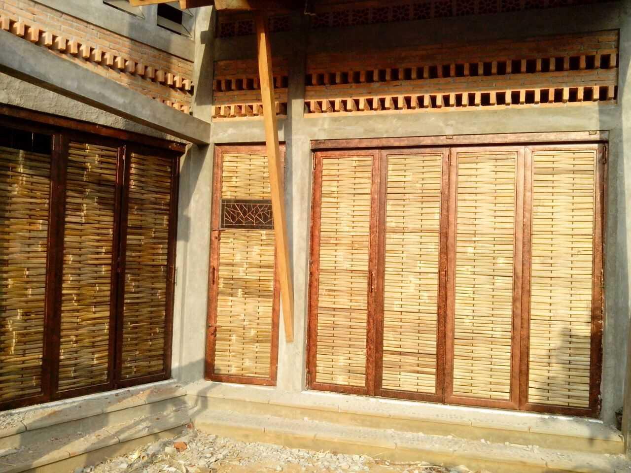 Mojo - Sketsarumah.com Rumah Toko Kroya Kroya Exterior Detail Tradisional 11633