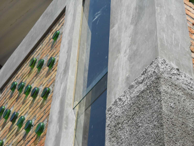 Mojo - Sketsarumah.com Rumah Toko Kroya Kroya Exterior Detail Tradisional 11838