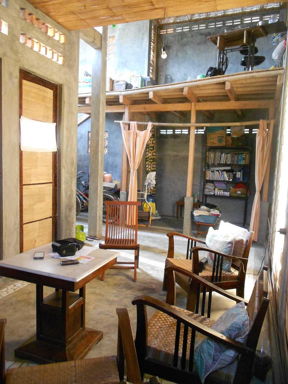 Foto inspirasi ide desain ruang keluarga tradisional Dscn0288 oleh mojo - sketsarumah.com di Arsitag