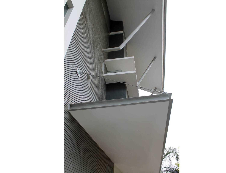 Rully Tanuwidjaja Architecture Terrace House At Modern Land Klp. Indah, Kec. Tangerang, Kota Tangerang, Banten 15117, Indonesia Klp. Indah, Kec. Tangerang, Kota Tangerang, Banten 15117, Indonesia Exterior_Canopy Suspender Kontemporer 48404